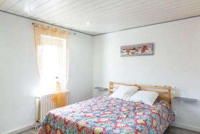 Chambre et son lit en 160 cm