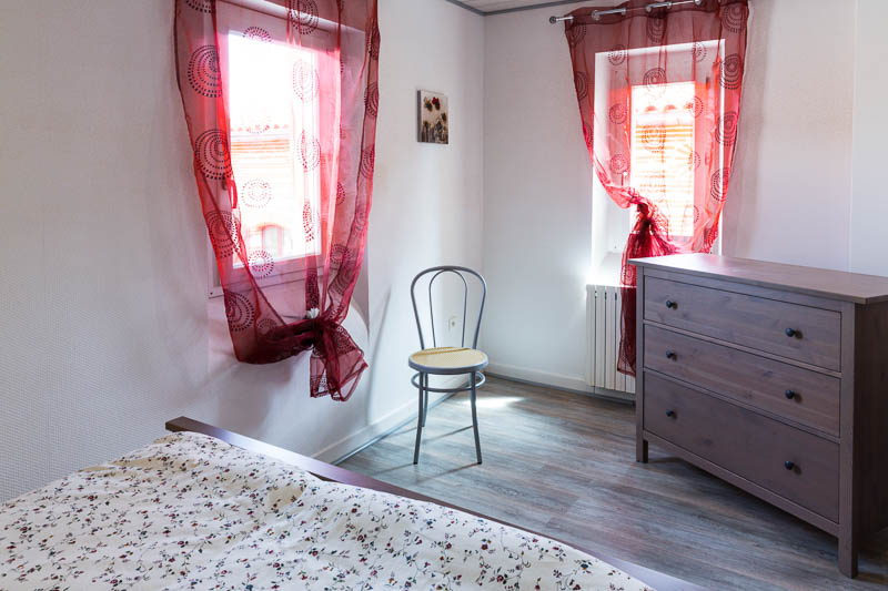 Chambre et son lit en 140 cm