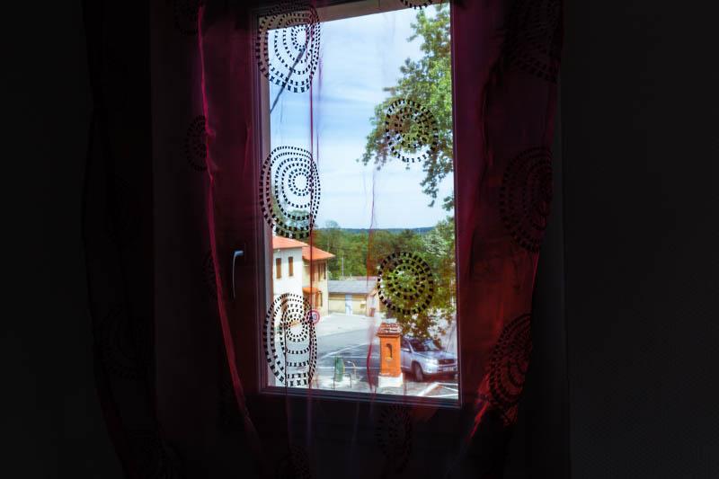 Une vue depuis la chambre qui donne place de l'Ormeau à MURET OX